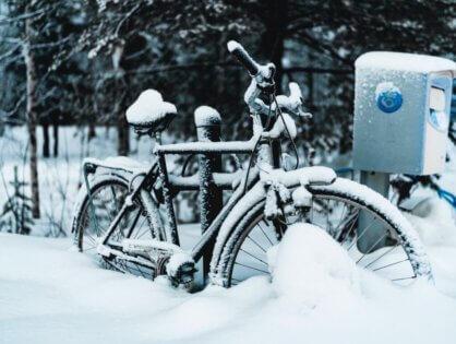Zima depcze nam po piętach. Jaki rower jest najlepszy na jazdę w zimowych warunkach atmosferycznych?